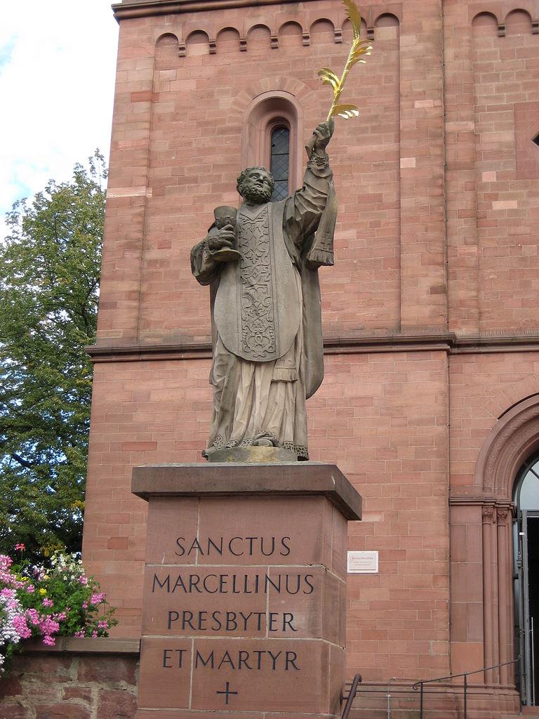 768px-Sanctus_Marcellinus_Martyr_Germany_Seligenstadt_2007