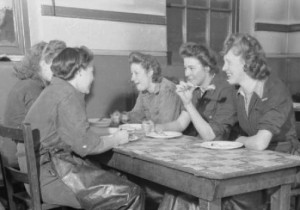 Woolmore_Street_Restaurant-_Eating_Out_in_Wartime_London,_1942_D10676 copy